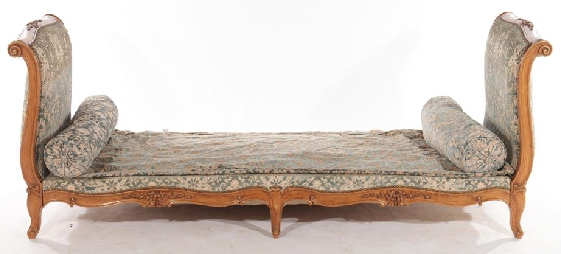 CARVED FRENCH LOUIS XVI STYLE DAY BED C.1940