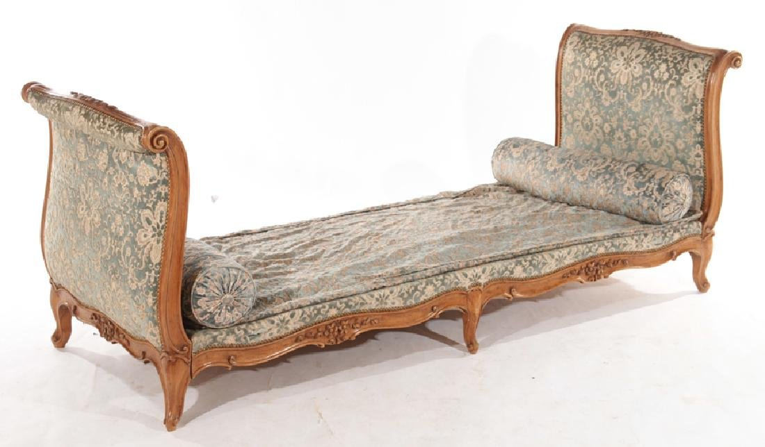 CARVED FRENCH LOUIS XVI STYLE DAY BED C.1940 - 2