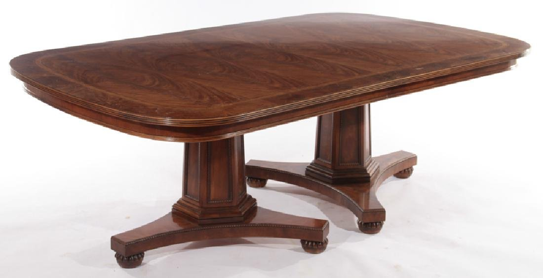 LABELED HENREDON GEORGE III STYLE DINING TABLE