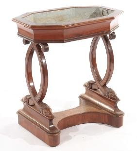 19TH CENTURY CONTINENTAL CARVED WALNUT PLANTER