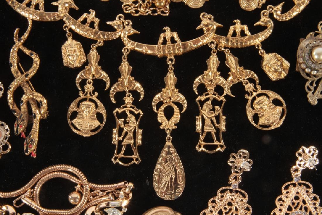 18 COSTUME JEWELRY ITEMS WITH SET STONES C.1940 - 4