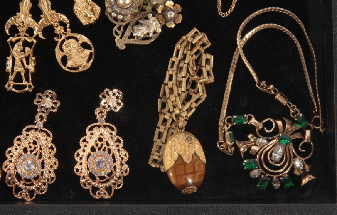 18 COSTUME JEWELRY ITEMS WITH SET STONES C.1940 - 5