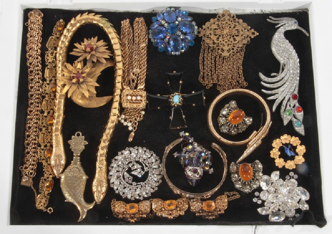 18 COSTUME JEWELRY ITEMS FIGURAL EXAMPLES C.1940