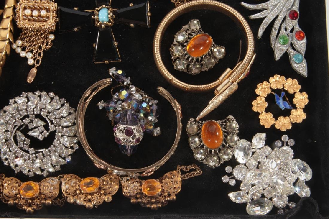 18 COSTUME JEWELRY ITEMS FIGURAL EXAMPLES C.1940 - 3