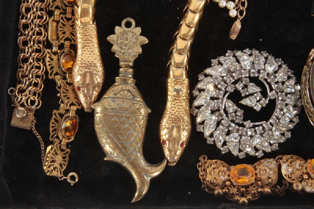 18 COSTUME JEWELRY ITEMS FIGURAL EXAMPLES C.1940 - 5