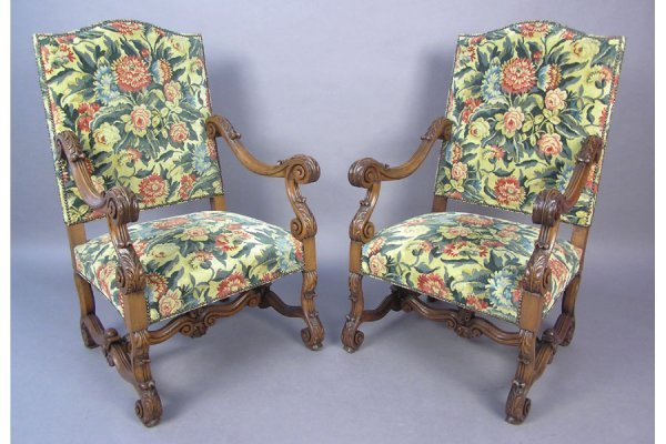 PAIR OF ITALIAN CARVED OPEN ARM CHAIRS CHAIR C 1910