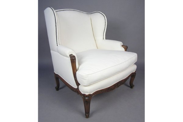 50181023: OVERSIZED WING CHAIR HAVING A CARVED FRAME CI