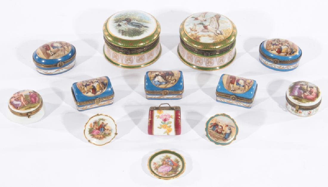 MIXED LOT OF 13 PORCELAIN ITEMS LIMOGE CIRCA 1950