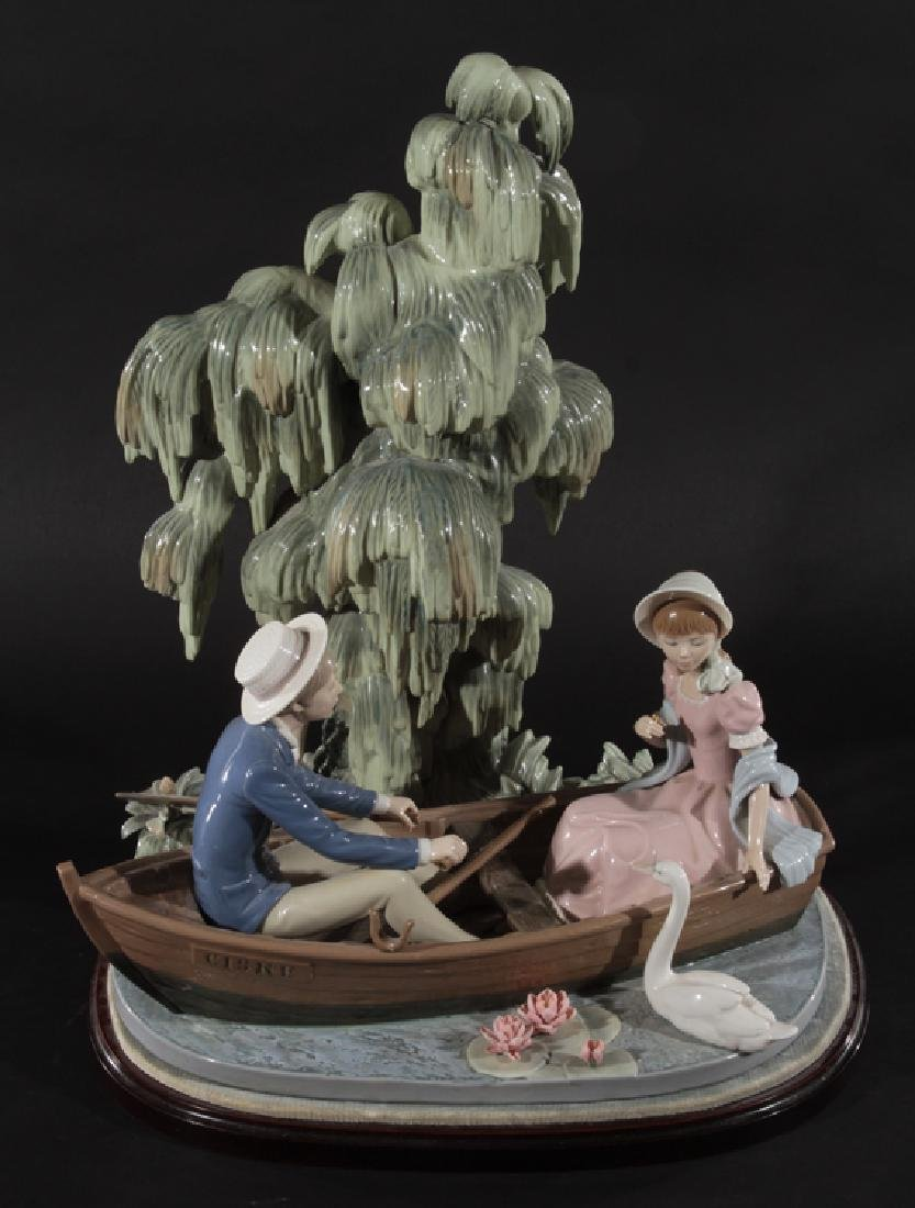 LARGE LLADRO PORCELAIN FIGURE MAN AND WOMAN