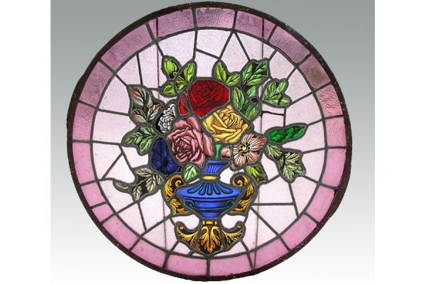 1027: ROUND STAINED GLASS WINDOW WITH A HANDPAINTED VAS