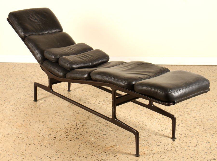 LABELED CHARLES EAMES/HERMAN MILLER LOUNGE CHAIR