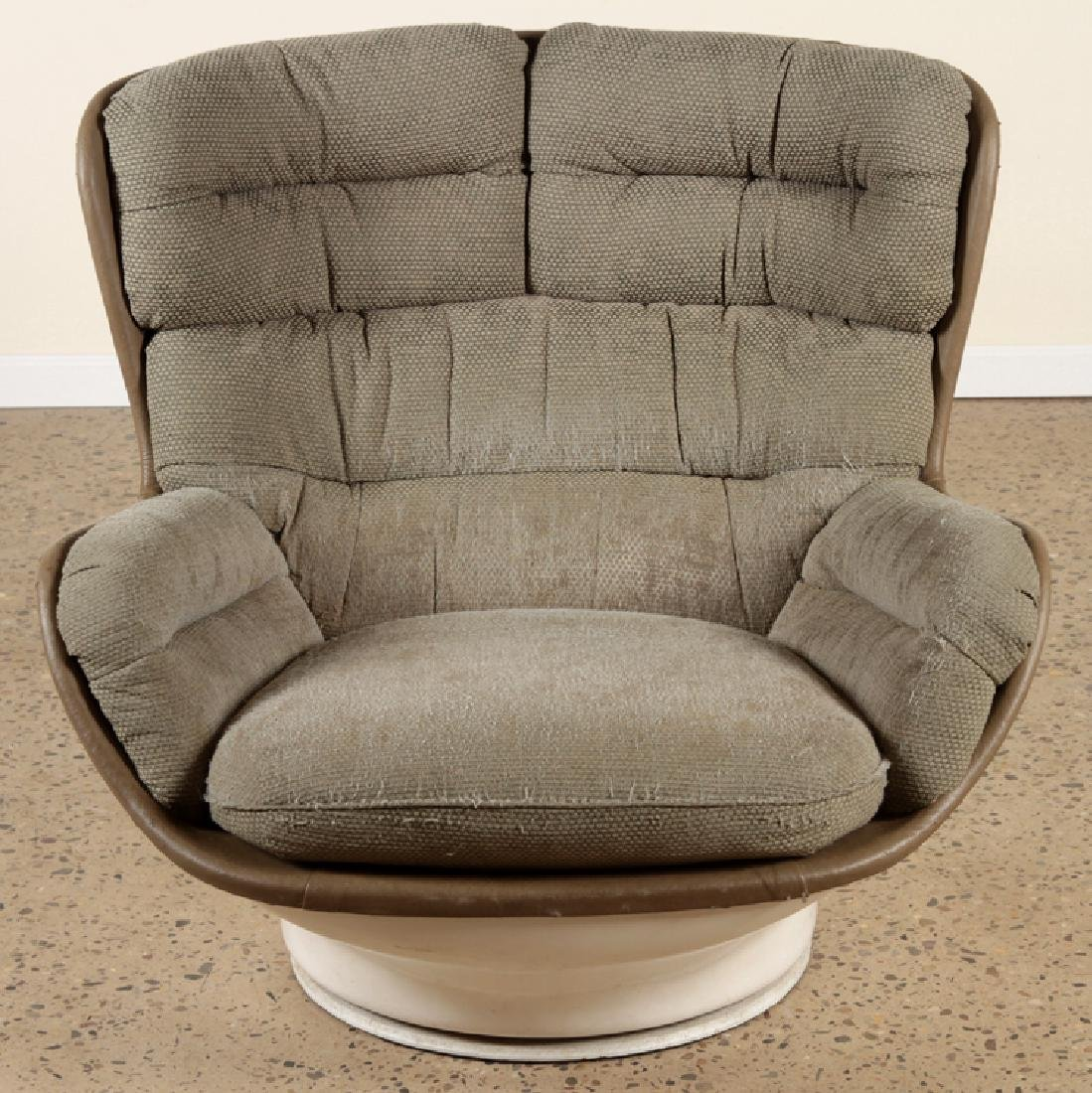 MID CENTURY MODERN EGG CHAIR UPHOLSTERED SEAT - 2