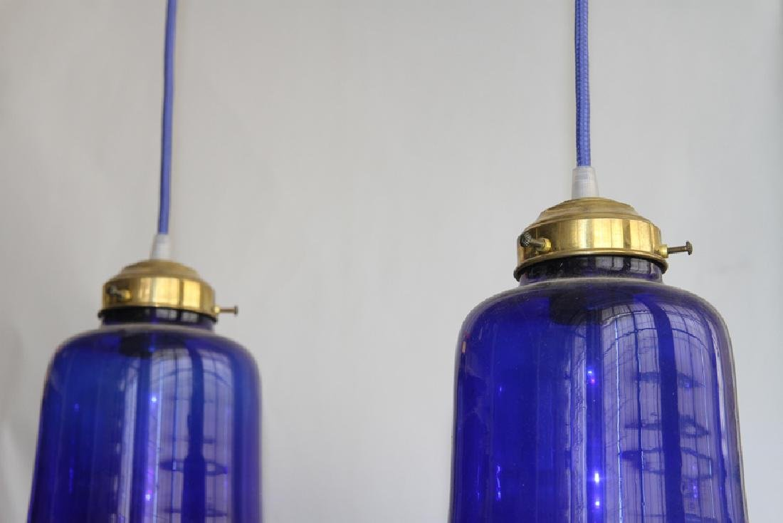 BRONZE AND GLASS LIGHT FIXTURE WITH 3 SHADES - 3