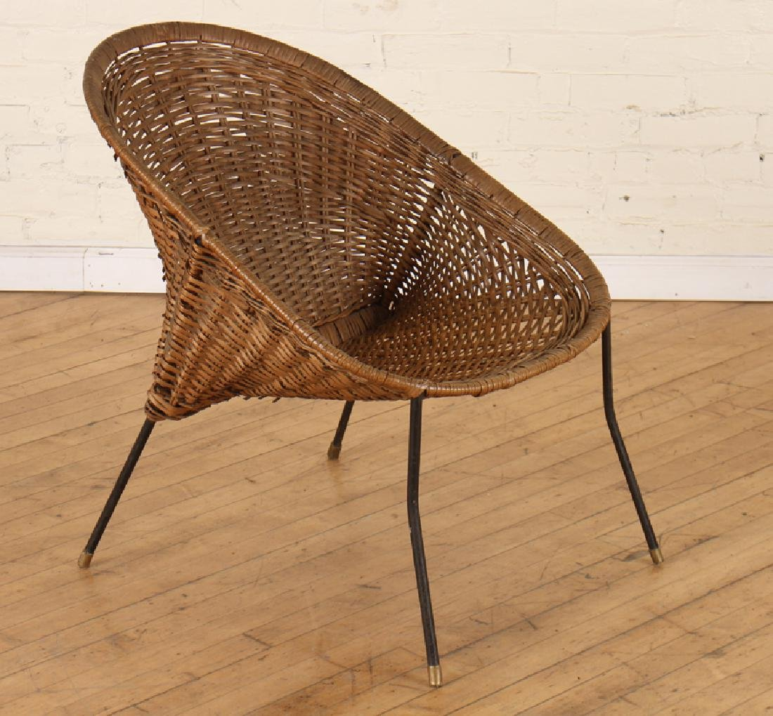 ROUND WICKER CHAIR WITH WROUGHT IRON LEGS