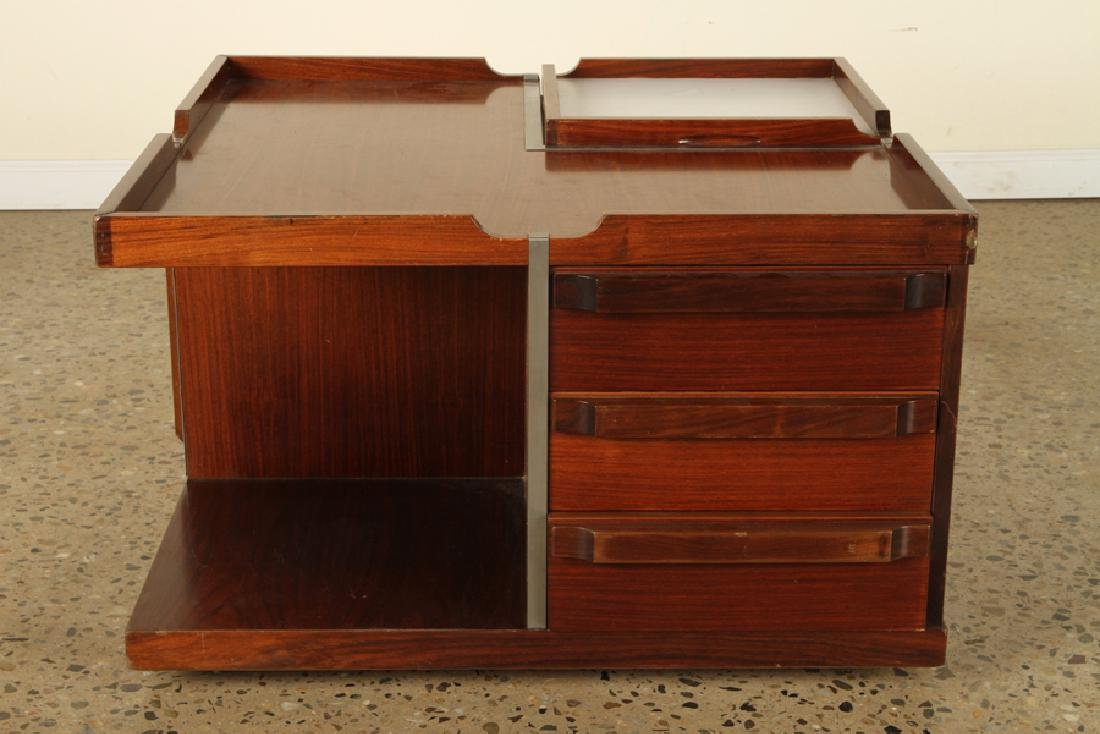 Ordinaire ITALIAN ROSEWOOD COFFEE TABLE ON CASTERS C.1960   Feb 23, 2019 | Kamelot  Auctions In PA
