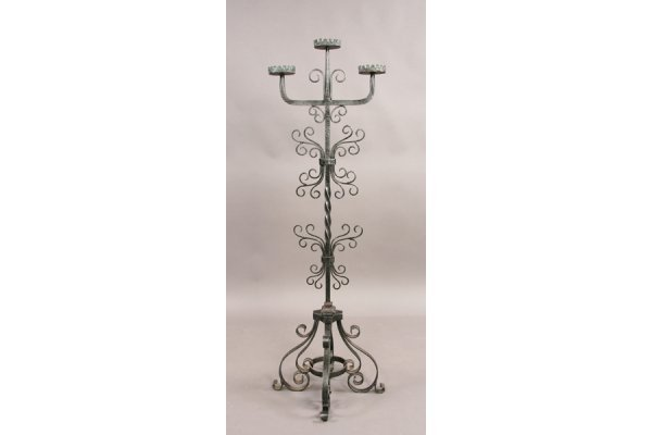 296: Gothic style candleholder with three arm