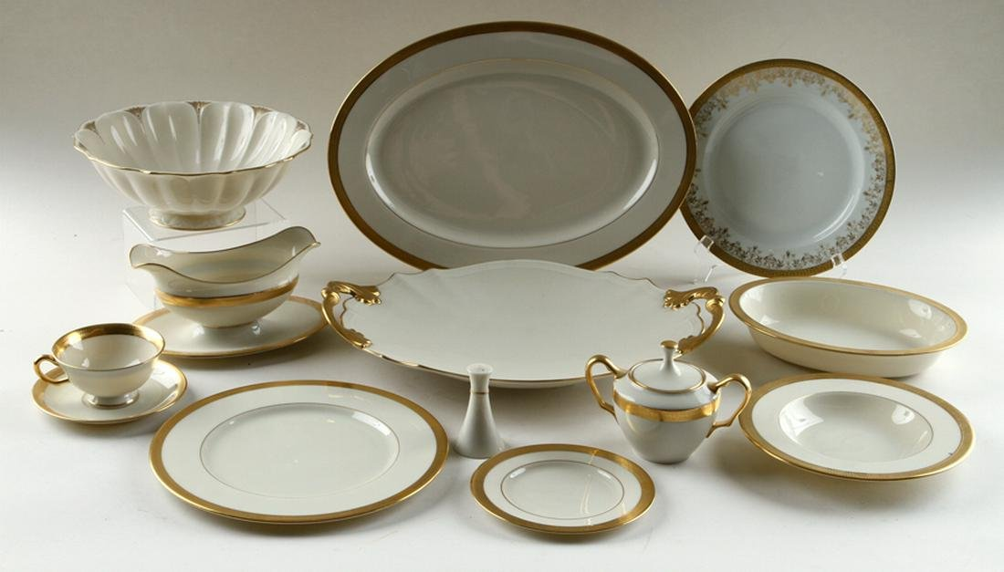 EIGHTY-NINE PIECES LENOX PORCELAIN DINNER SERVICE