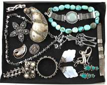 16 PIECE COLLECTION COSTUME JEWELRY IN CASE