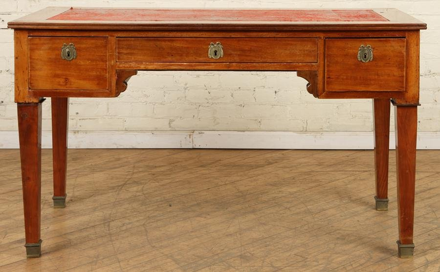 19TH CENT. FRENCH MAHOGANY LEATHER TOP DESK
