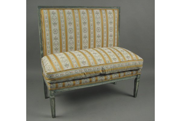 50071341: COUNTRY FRENCH UPHOLSTERED BENCH.
