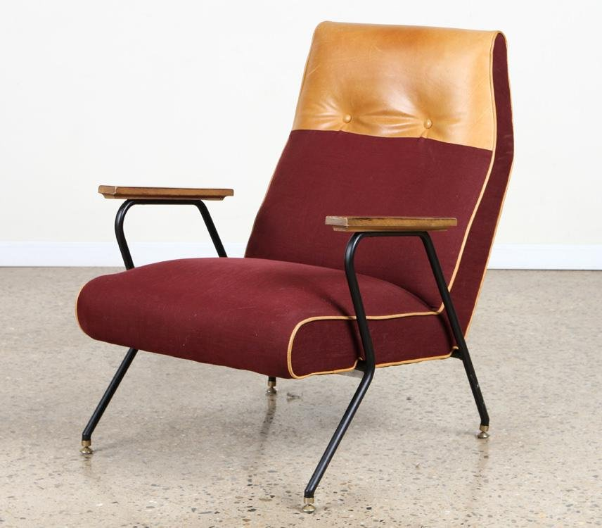 OPEN ARM LOUNGE CHAIR W/ LEATHER UPHOLSTERY