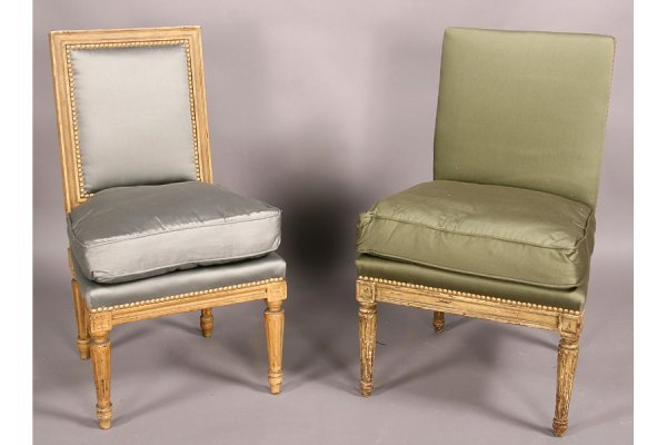 12: Two French Louis XVI petite side chairs boudior