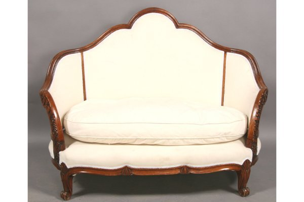 10: FRENCH DECO CARVED MAHOGANY SETTEE COUCH