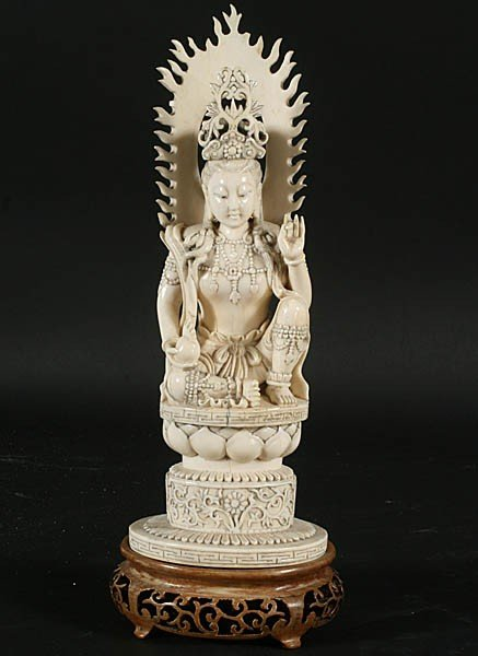 17: FINE CHINESE IVORY CARVING OF KUAN YIN