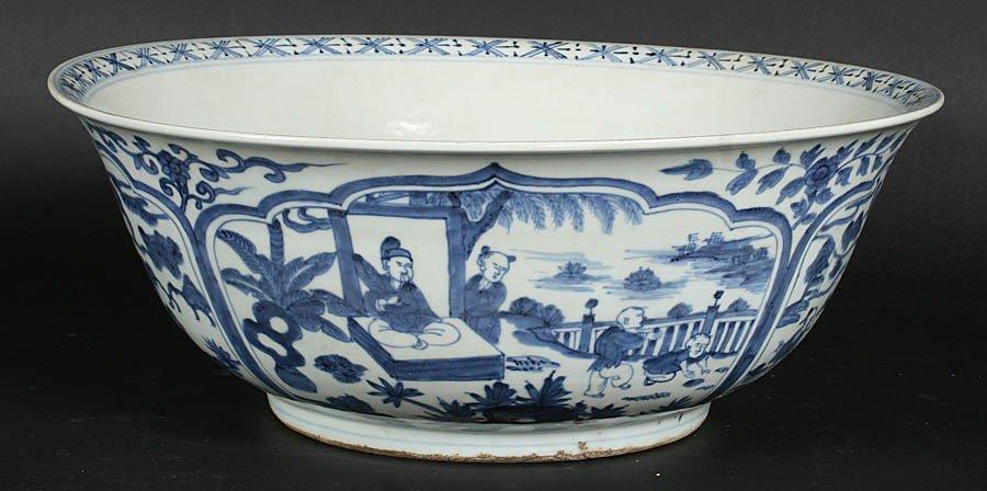 22: MASSIVE CHINESE EXPORT BASIN BLUE WHITE