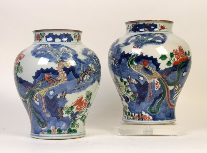 19TH C. FACING PAIR OF CHINESE PORCELAIN VASES
