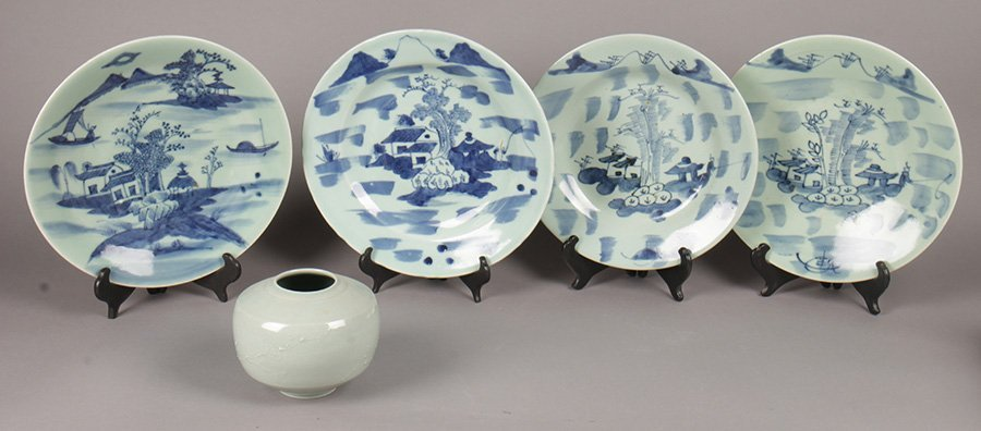 LOT OF NINETEEN 20TH CENTURY ASIAN PORCELAIN