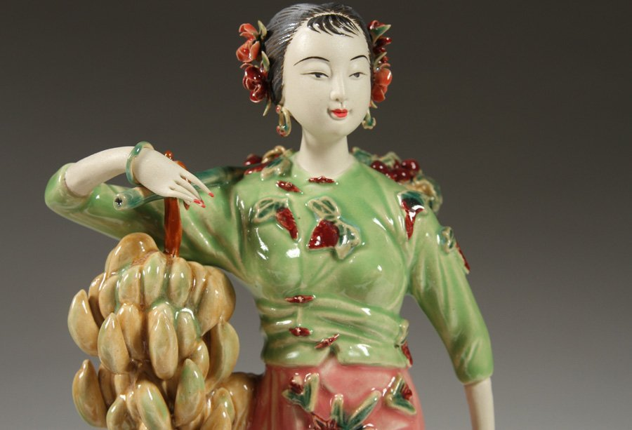 6 HANDPAINTED CHINESE PORCELAIN FIGURINES - 3