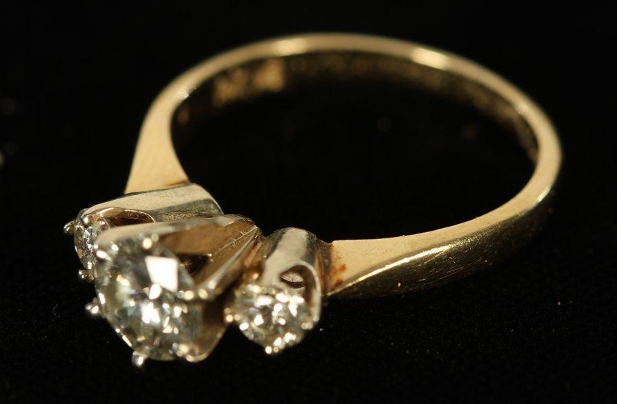 14K YELLOW GOLD 3 STONE DIAMOND RING 1.80 DWTS - 2