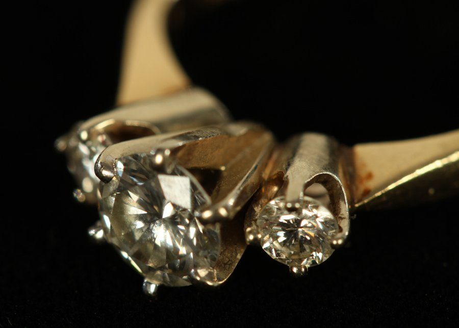 14K YELLOW GOLD 3 STONE DIAMOND RING 1.80 DWTS - 3