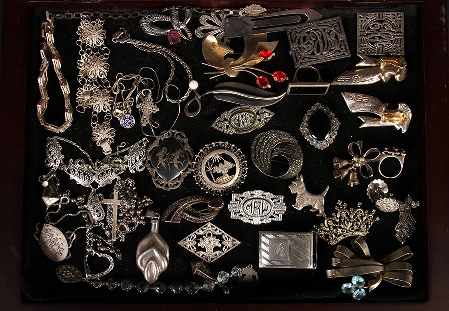 37 STERLING SILVER JEWELRY ITEMS C.1930-1940