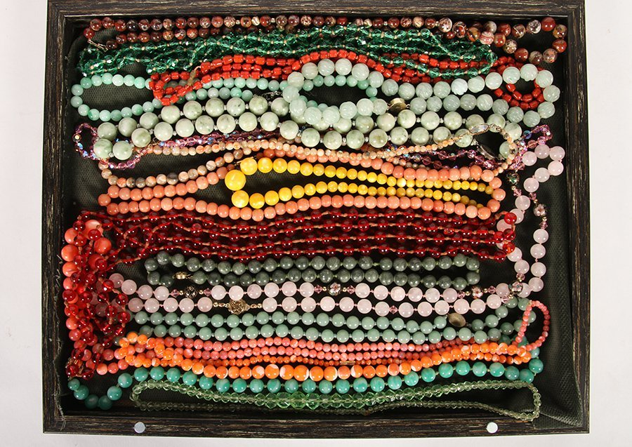 LOT OF 18 BEAD NECKLACES INCLUDING JADE