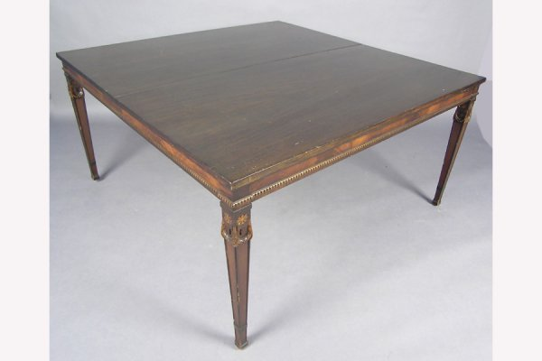 50141021: FIGURED MAHOGANY DINING ROOM TABLE OF RECTANG