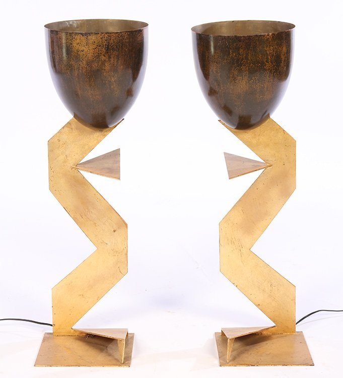 A PAIR OF MODERN GILT IRON ZIG ZAG TABLE LAMPS