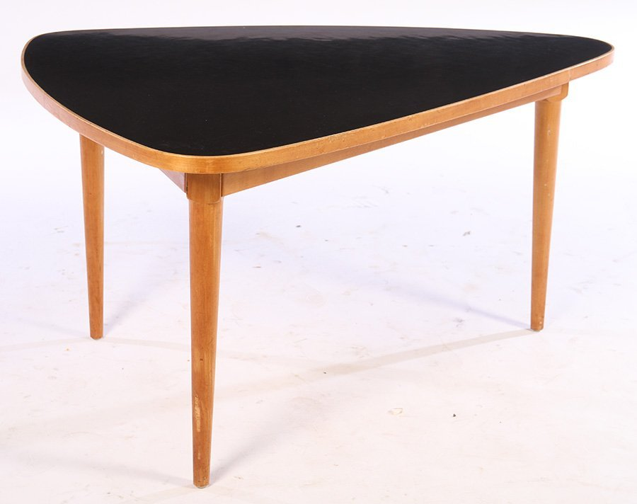 A MID CENTURY MODERN COFFEE TABLE CIRCA 1960