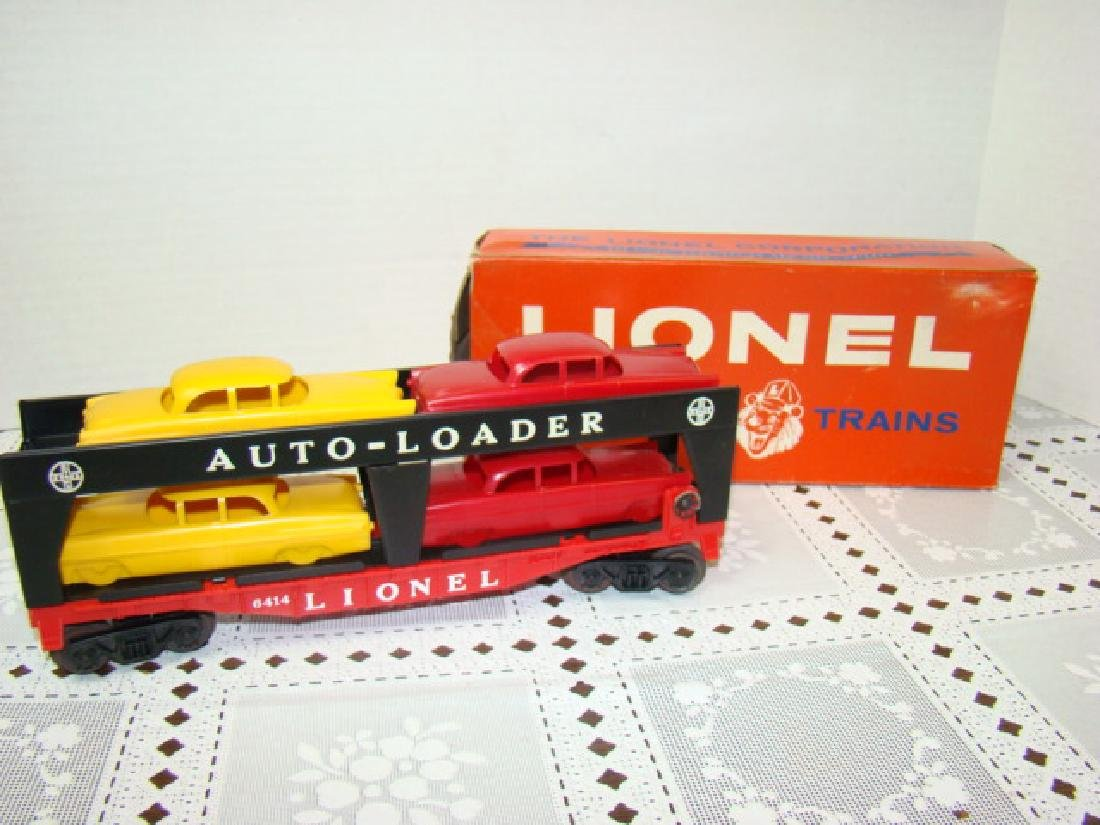 LIONEL TRAINS AUTOMOBILE TRANSPORT CAR WITH 4 CARS