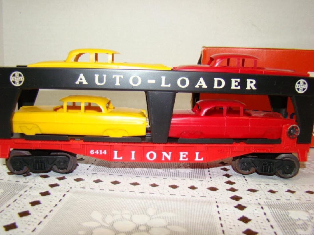 LIONEL TRAINS AUTOMOBILE TRANSPORT CAR WITH 4 CARS - 2