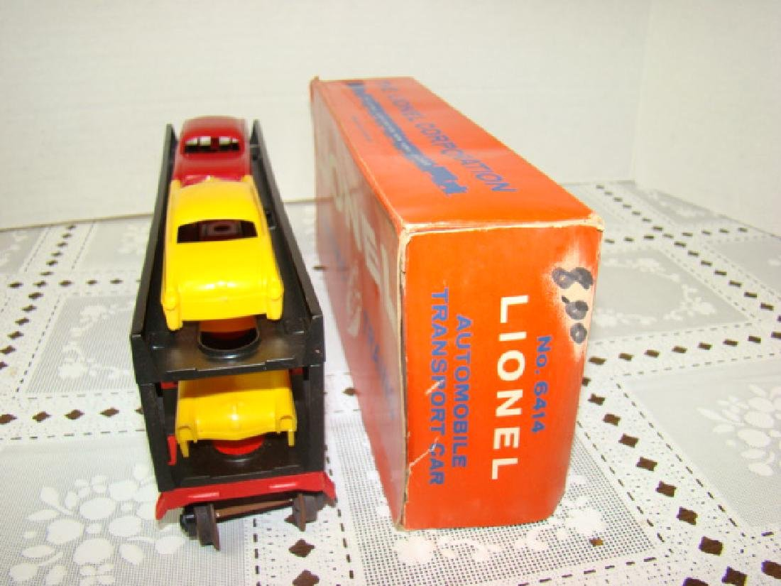 LIONEL TRAINS AUTOMOBILE TRANSPORT CAR WITH 4 CARS - 4
