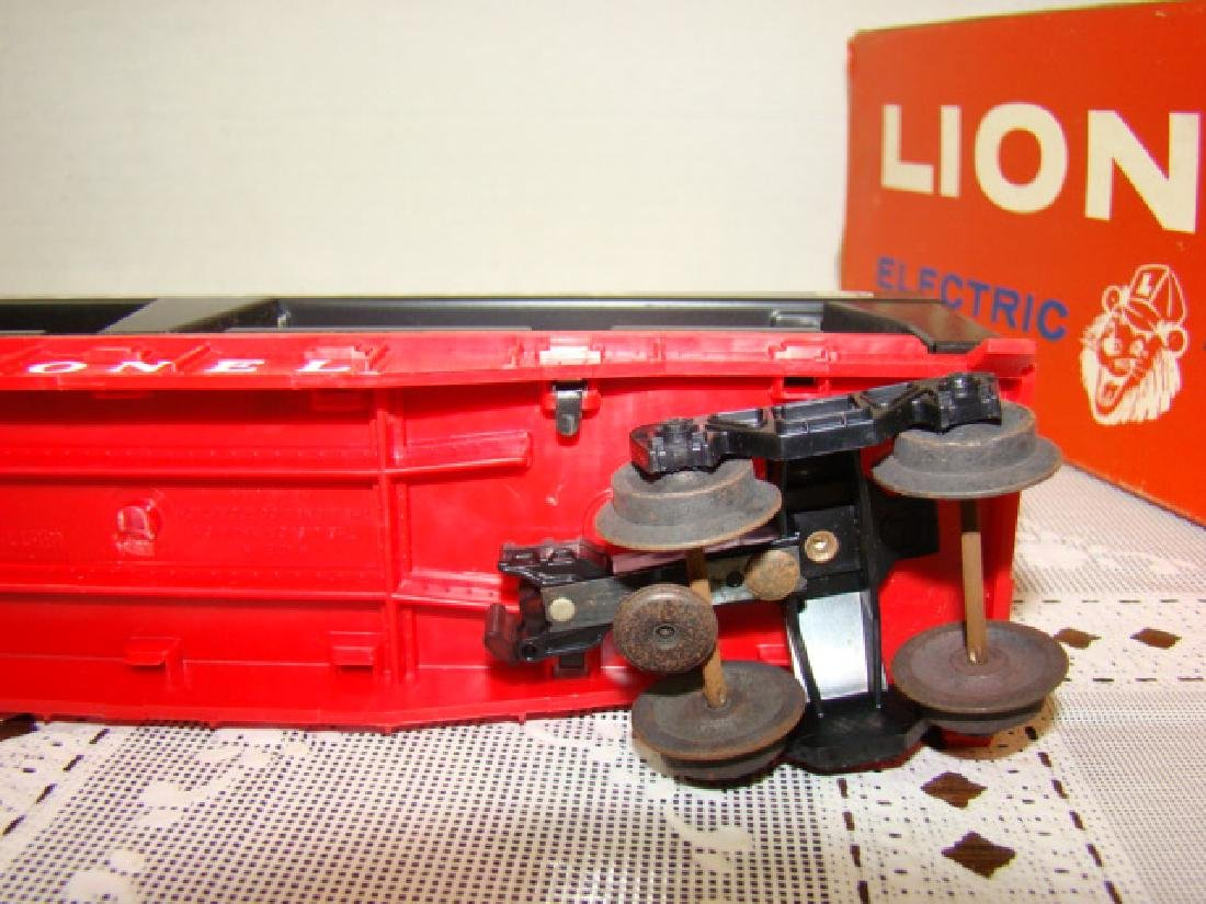 LIONEL TRAINS AUTOMOBILE TRANSPORT CAR WITH 4 CARS - 8