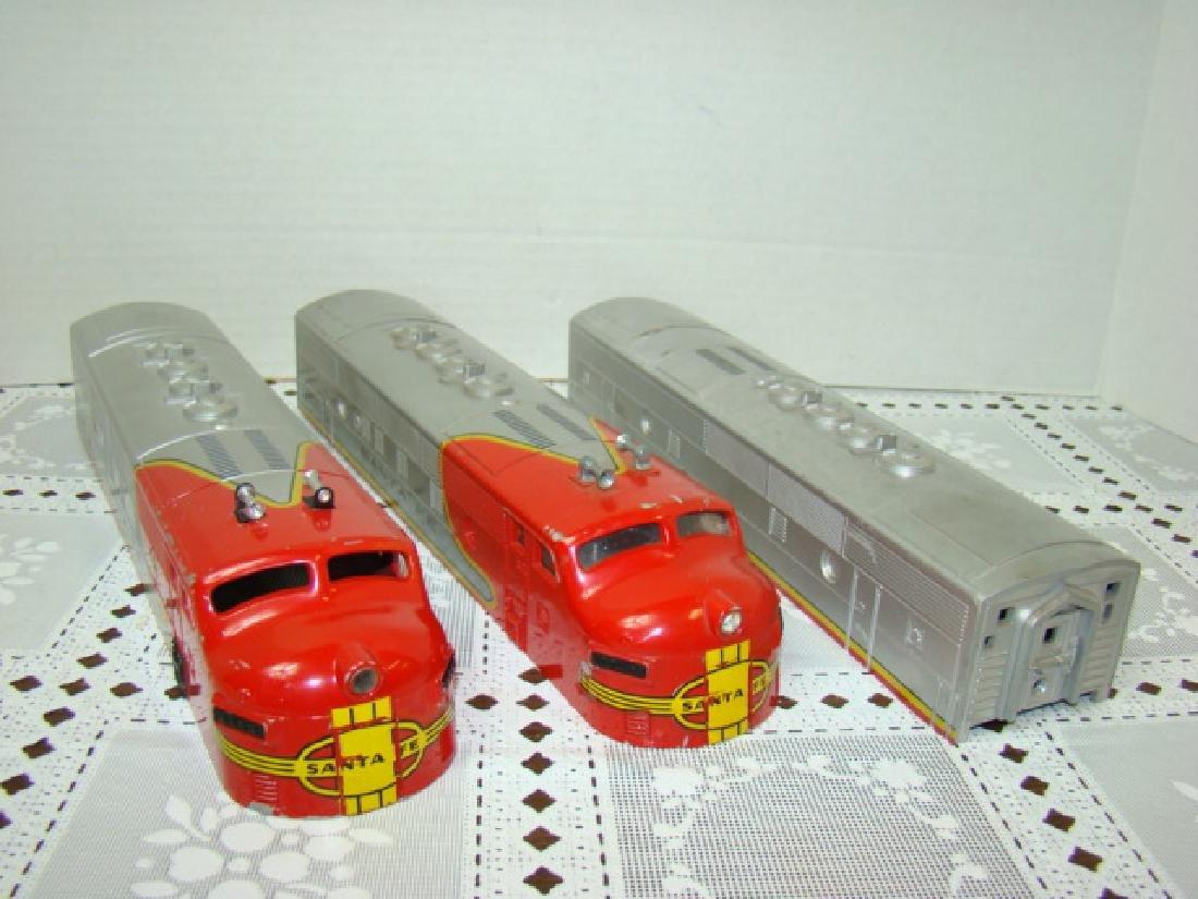 2 LIONEL TRAINS SANTA FE LOCOMOTIVE CAB CAPS & MOR