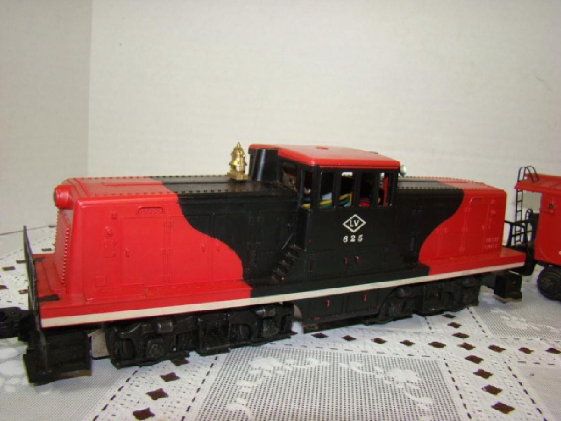 LIONEL TRAIN-BAY WINDOW CABOOSE & LEHIGH VALLEY - 2