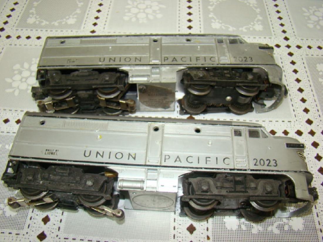 LIONEL UNION PACIFIC LOCOMOTIVE & DUMMY - 5