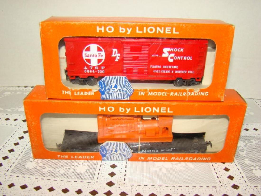 LIONEL HO - SANTA FE BOX CAR & EMERGENCY GENERATOR