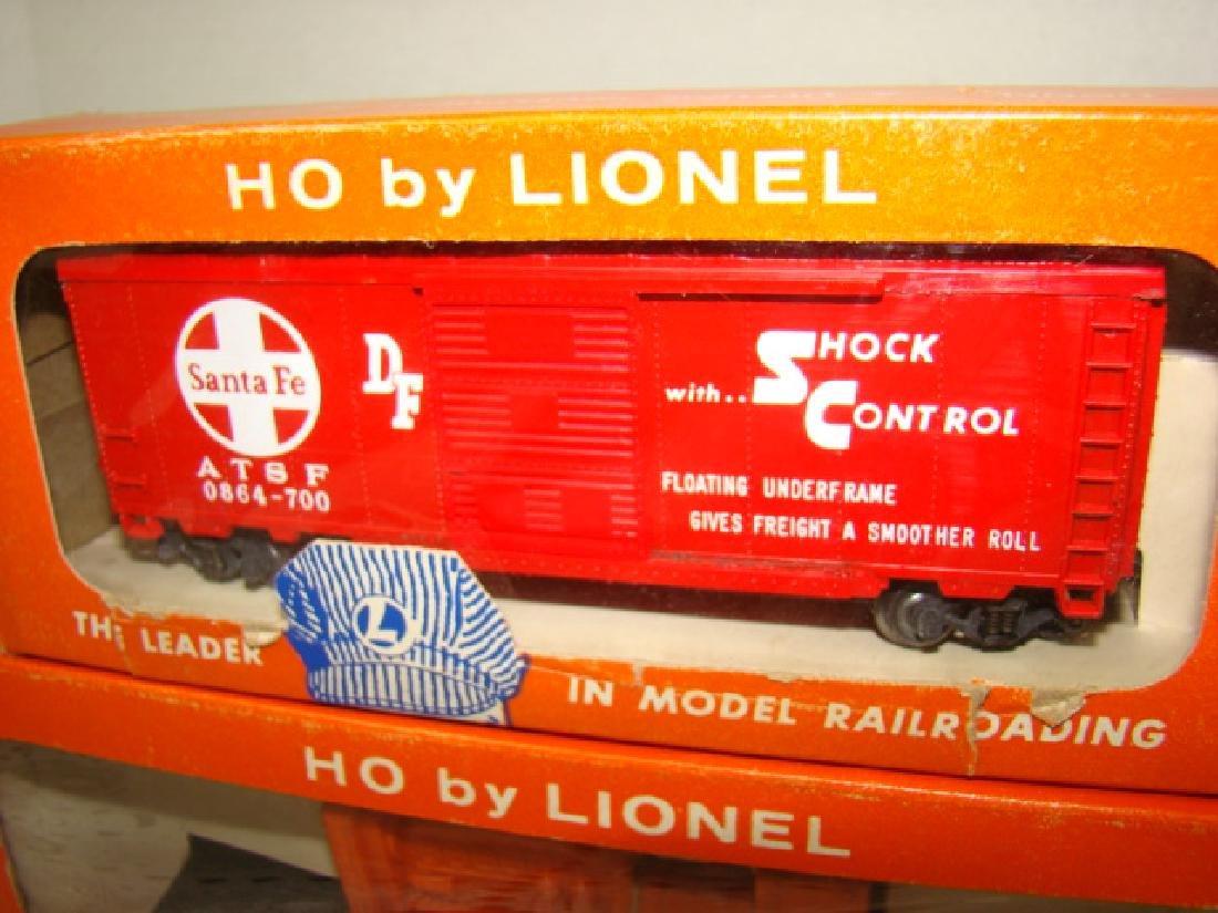 LIONEL HO - SANTA FE BOX CAR & EMERGENCY GENERATOR - 2