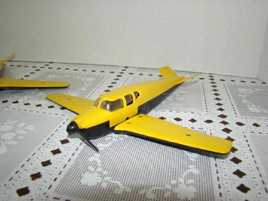 2 LIONEL TRAIN- YELLOW & BLACK AIRPLANES - 2