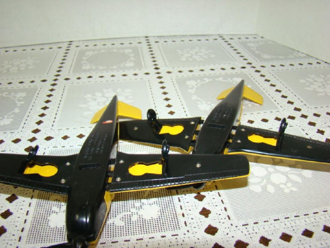 2 LIONEL TRAIN- YELLOW & BLACK AIRPLANES - 6